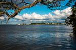 ...gegenüber der Bucht liegt Fray Bentos...