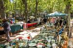 """...ein Trödelmarkt findet auf dem """"Placa de la Constitucion""""..."""