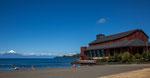 ...das Theater steht im See...
