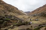 ...auf 4.000 m Höhe ist auch hier die Vegetation spärlich...