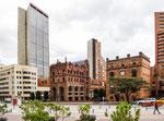 ….englische Architektur und moderne Hochhäuser….