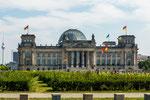 ...und Bundestag (im früheren Reichstagsgebäude...