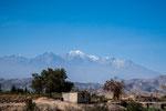 """...hier der schneebedeckte """"Chachani"""" mit 6057m..."""