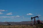 Entlang der RN26 erstreckt sich das größte Ölfördergebiet Argentiniens...