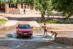 ...eine Furt für Autos und aus Dusche für die Kinder...