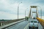 Brücke über den riesigen Rio Magdalena.....