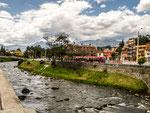 ....der Rio Tomebamba und im Hintergrund die Berge von Las Cajas.