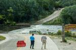 Die Furt ist wegen Hochwasser gesperrt...