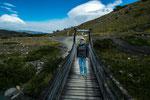 Schluchten muss man oft mittels Hängebrücke überqueren...
