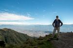....weit unten auf 2.850 m die Millionenstadt Quito....