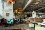 ....mit ausgefallenen Cafés....