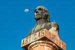 ...beschützt von Held General Artiga - der ursprünglich einfacher Gaucho war...
