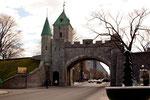 noch gut erhaltenes Stadttor und einzige Stadtmauer in Nordamerika