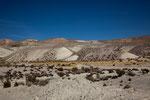 ...wunderschön buntes Altiplano auf über 4.000m...