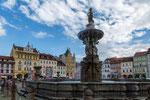 ...der Samsonbrunnen auf dem Marktplatz...
