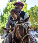 ...unbedingt aufs Pferd - aber nur mit Mobil-Telefon...