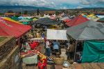 ….Blick über den Markt.