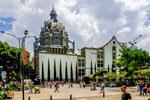 ....Medellin hat wenig historische Gebäude....