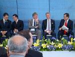 Persönlichkeiten von Puebla, VW und Festo auf dem Podium