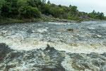 ...und der Fluss ist nach heftigem Regen reissend.