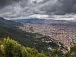 …..hat man einen traumhaften Blick auf die Metropole Bogota…..