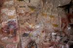 ...einige Darstellungen wurden über die Jahrtausende übermalt...