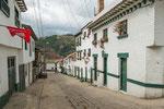 Fast alle Häuser in Mongui sind weiß / grün gestrichen....