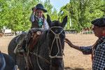 ...die kleinen Mädels sind so stolz auf dem Pferd - und Opa auch...