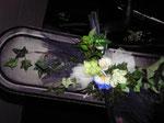 blaue und weiße Blumen in Seide