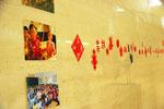 中国・黄土高原の剪紙の作者たちの暮らしも写真で展示。