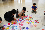 中国陝西省延川県の小中学生が送ってくれた、たくさんの剪紙作品。