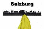 Objekte der Skyline (v.l.n.r.):  Mozartstatue, Neue Residenz mit Glockenspiel, Residenzbrunnen, Dom, Alte Residenz, Hohensalzburg, Franziskanerkirche, Felsenreitschule, Sigmundtor, Pferdeschwemme