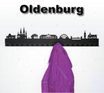 Objekte der Skyline (v.l.n.r.):  Staatstheater, St. Lamberti, Horst Janssen Museum, Peter Friedrich Ludwig Hospital, Weser Ems Halle, Cäcilienbrücke, Lappan, Schloss Oldenburg