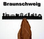 Objekte der Skyline (v.l.n.r.):  Alte Waage, Rathaus, VW-Halle, Rizzi Haus, Schlossportal, Braunschweiger Löwe, St. blasii Dom, Martinkirche, Gewandhausgiebel, Schloss Richmond