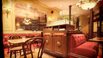 Imitation noyer et marbre vert de mer sur meuble de brasserie-Brasserie Le Bistro Paris 10-