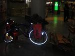 Auckland Airport - Fahrrad ausgepackt und montiert.