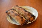 石窯でオーストリアの伝統的なパン菓子「シュトルーデル」を焼きました。フィリングは地元の農家仲間の無農薬白イチジク。