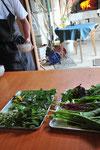 畑の朝一番の野菜も使います。紫水菜、ルッコラ、小松菜、あれこれ。