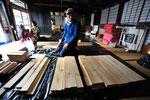 連続企画「発酵の郷つくい」の一コマ、地元の在来工法を手掛ける長谷川主水さんのワークショップで、麹豚をつくりました。