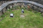 Auch so etwas bekommt man auf Edinburgh Castle zu sehen: ein Hundefriedhof.