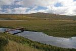 Die Landschaft im Glen Carron ist durch den Fluß Brom und viele kleine und große Lochs geprägt.