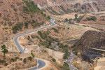 Eine der gut ausgebauten Straßen Bhutans.