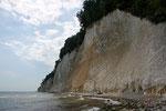 Kreidefelsen vom Ufer aus gesehen.