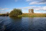 Threave Castle vom gegenüber liegenden Ufer aus gesehen.