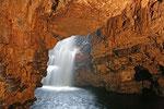In der Höhle werden Bootsfahrten angeboten um das Innere der Höhle zu erkunden. Durch den vielen Regen war der Wasserstand jedoch zu hoch. Alle Bootsfahrten waren gestrichen.