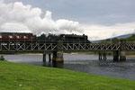 Der Hogwarts-Express aus den Harry Potter Filmen ratterte vor unseren Augen über die Brücke.
