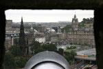 Blick von Edinburgh Castle auf die Innenstadt.