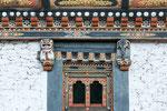 Der Schneelöwe (links) ist ein sehr beliebtes Schutztier Bhutans.