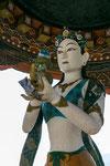 Statue außerhalb des Tempels.