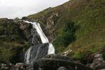 Mit den anderen Fotografen konnten wir uns gut auf englisch unterhalten. Todesmutig wagte Dennis sich in der matschigen Landschaft weiter vor um den Wasserfall aus nächster Nähe abzulichten.